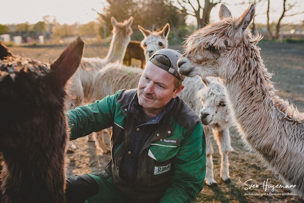 Henry Rademaker mit Alpakas